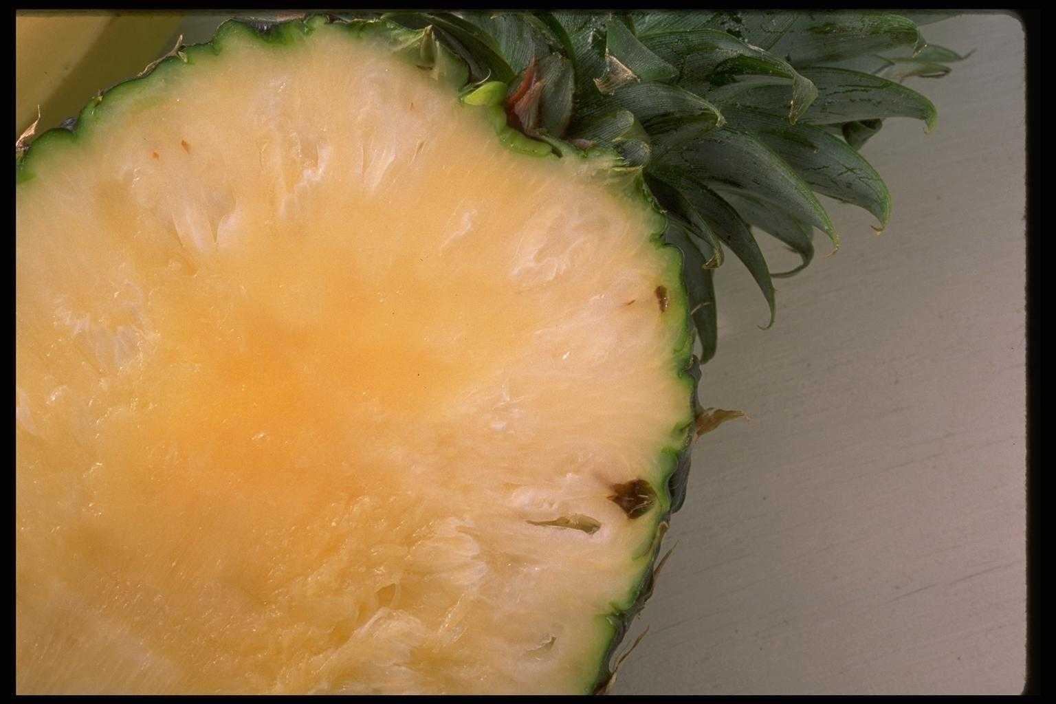 Половинка ананаса